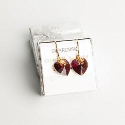 Aretes cristal Swarovski® corazón 14m. Color Fuchsia bron . Herraje en oro Golfi.
