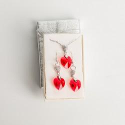 Juego de Dije y Aretes en corazón cristal Swarovski® 14mm. Color Light Siam (rojo) . Herraje plateado. Cadena 45 cm