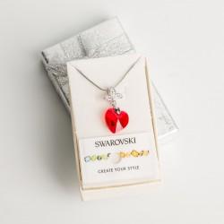 Collar corazón cristal Swarovski® 14mm. Color rojo Light siam . Pasacadena y portadije en plateado. Cadena 40 cm Plateada.